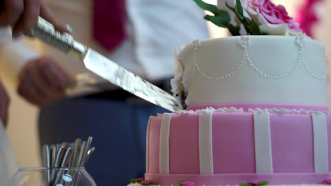 Cutting the wedding cake Archivo