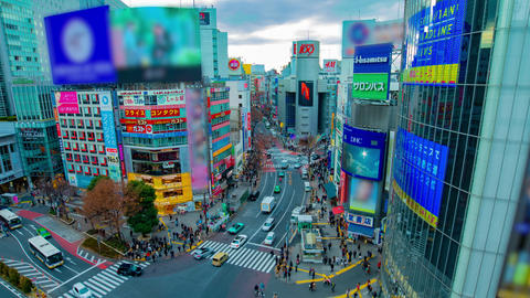 A timelapse of the famous crossing in Shibuya Tokyo high angle wide shot zoom Archivo
