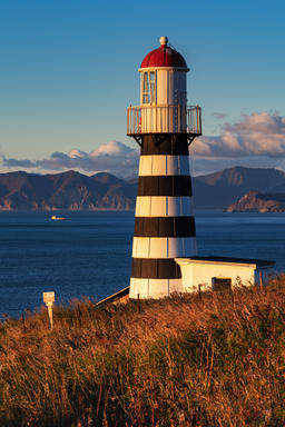 Lighthouse on Pacific Coast in morning at sunrise Fotografía