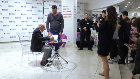 [alt video] Vladimir Pozner at the presentation of the book