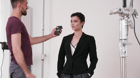 Using a flash meter in the studio GIF
