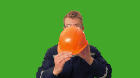 [alt video] Worker demonstrates the need for a helmet
