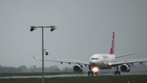 Turkish Cargo Airbus A330 brakes on runway Live Action