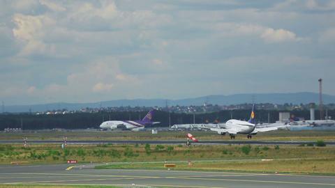 Boeing 737 Lufthansa landing Footage