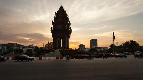 Sunset Timelapse of the Independence Monument in Phnom... Stock Video Footage