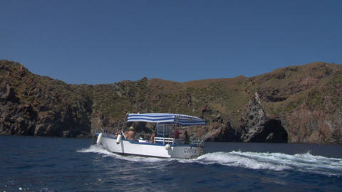 eolian island tourist boat 02 e Stock Video Footage
