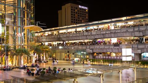 Zooming Timelapse - Siam Paragon and Siam BTS station,... Stock Video Footage