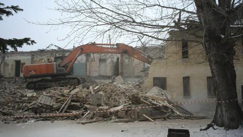 Excavator breaks house. Tyumen. Russia Footage