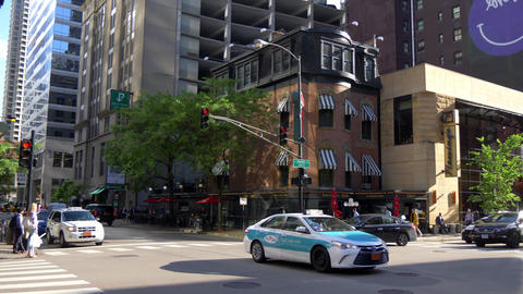 Street corner in Chicago at Ohio street - CHICAGO. UNITED STATES - JUNE 11, 2019 Live Action