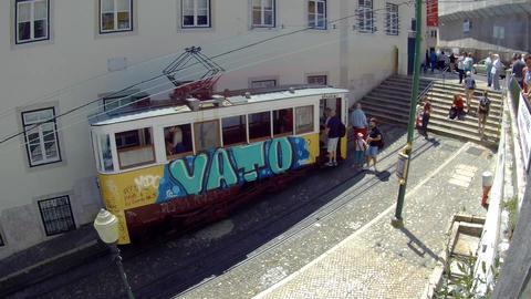 Lisboa Bairro Tram People Entering Live Action
