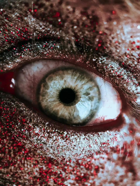 PERFECT HORROR LOOP | PULSING ZOMBIE EYE Live Action