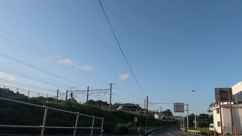 Urban roads that run parallel to the track ライブ動画