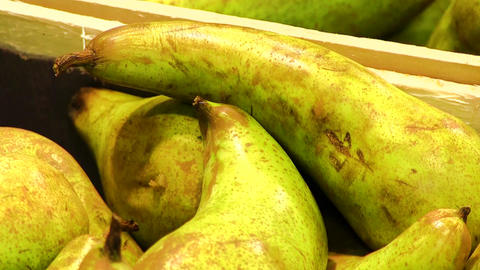Pears in the supermarket Live Action