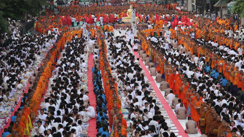 Mass Alms Giving in Bangkok Footage