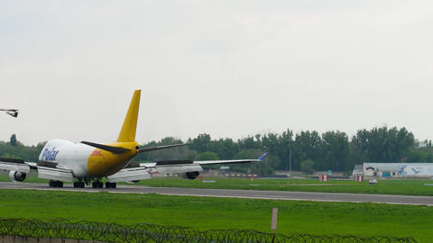 Airfreighter taxiing after landing Footage