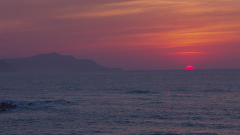 Sun of fire hiding in marine horizon Live Action
