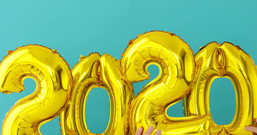 Gold foil number 2020 celebration balloon Stock Video Footage