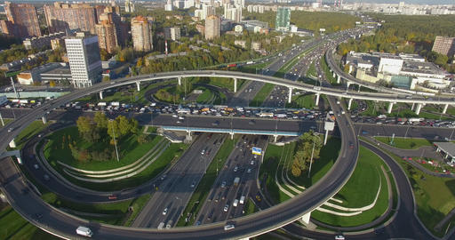 Flying over busy intersections in Moscow, Russia Archivo