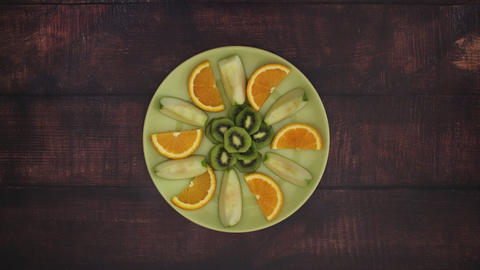 Green plate with fruits - Stop Motion Animation