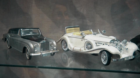 Models of old and preserved cars of the last century Live Action