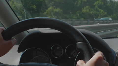 Car driving in traffic on highway, steering wheel, hands Acción en vivo