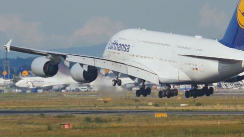 Lufthansa Superjumbo landing Footage