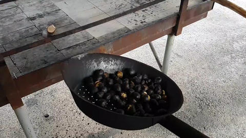 Chestnuts blown up on a traditional pan, Live Action
