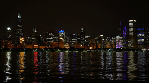 Chicago Skyline Reflected on the Lake at Night Panoramic Filmmaterial