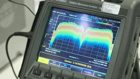 The device for the analysis of the radio signal. Signature radio waves Live Action
