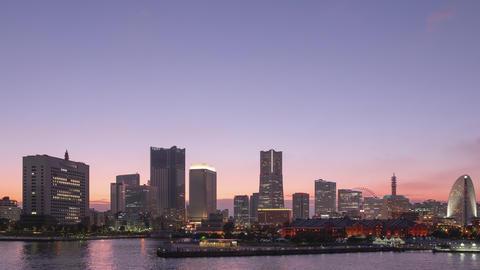 TimeLapse - View of Yokohama, Japan from day to night Minatomirai Tilt up Live Action