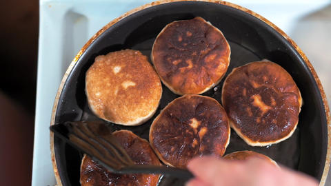 Close-up of frying pan with butter fry meat pies ライブ動画