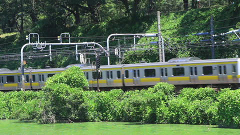 Railway which runs a nature in the city center/外濠と鉄道 ビデオ