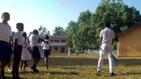 guy bat ball near schoolmates during break between lessons Archivo