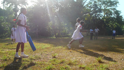 Sinhalese schoolgirls play cricket on playground Archivo