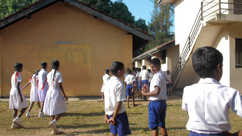 Sinhalese schoolchildren return to classes after break Archivo