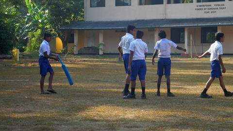 Sinhalese boys in uniforms prepare for cricket game Archivo