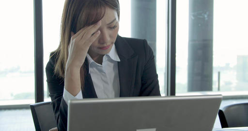young business woman with headache at office Live影片