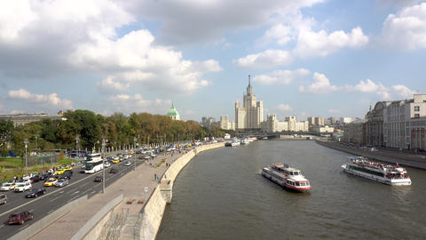The old Stalinist skyscraper stands in the distance. View of the highway and the ビデオ