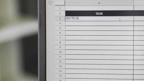 Person marking task GO TO GYM in online plan, to-do list ビデオ