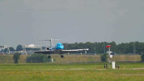 KLM Cityhopper Fokker 70 landing Archivo