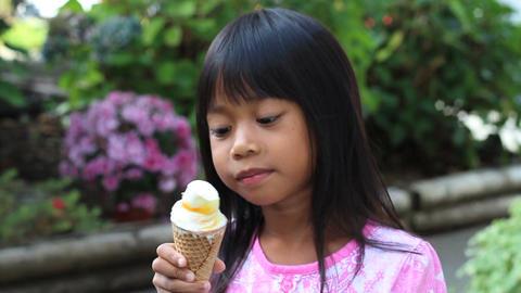 Little Asian Girl Eating Ice Cream Cone ビデオ