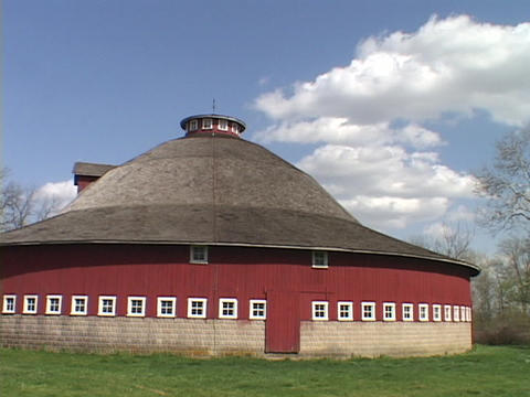 An Amish style round barn stands in Indiana farm country Stock Video Footage
