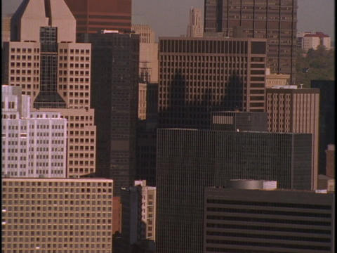Skyscrapers crowd together in Pittsburgh, Pennsylvania Stock Video Footage