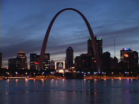 The Arch towers over the St. Louis skyline Stock Video Footage