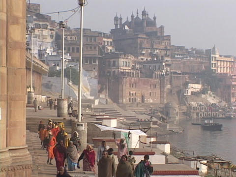 Hindu pilgrims walk on gnats through Varanasi, India Stock Video Footage