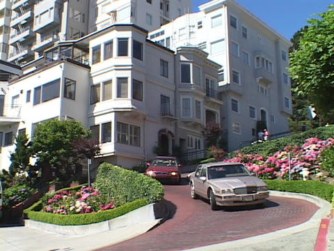 Cars carefully drive on Lombard Street in San Francisco,... Stock Video Footage
