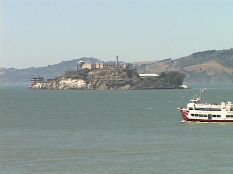 A boat moves through the San Francisco Bay near Alcatraz... Stock Video Footage