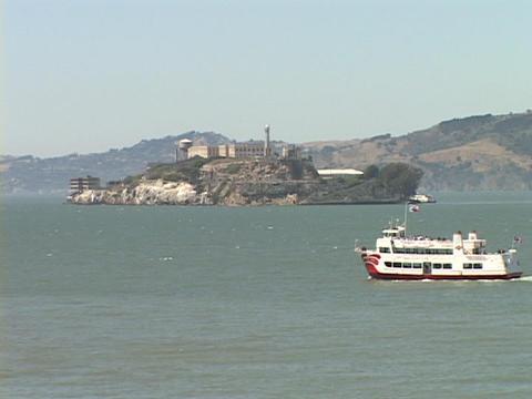 A boat moves through the San Francisco Bay near Alcatraz... Stock Video Footage