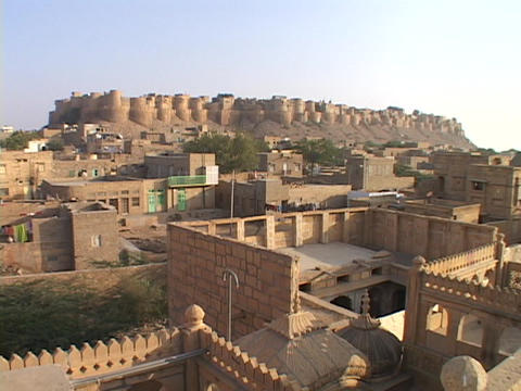 Buildings sit beneath Jaisalmer Stock Video Footage