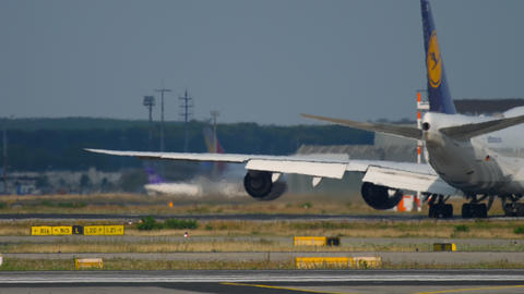 Boeing 747 turn to start before departure ビデオ